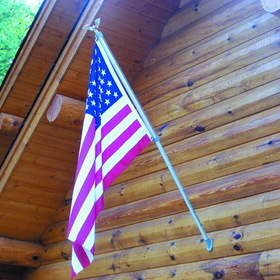 Dock Edge Fly - Right Flag Pole (6.5', Alum, Wall Mt. c/w USA Flag)