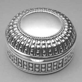 Engraved Gifts Direct 500220 Beaded Round Jewlery Box