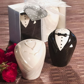 FashionCraft 8713 Adorable Bride & Groom Salt & Pepper Shaker Favors