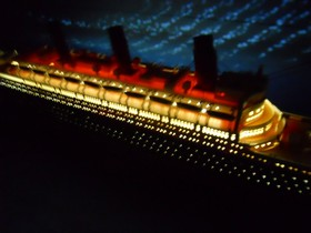 "Handcrafted Model Ships Titanic 50-Lights RMS Titanic Limited 50"" w/ LED Lights"