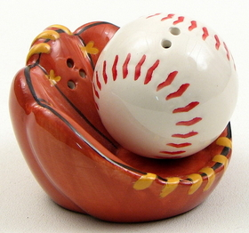 IWGAC 049-10680 Baseball Salt and Pepper Set