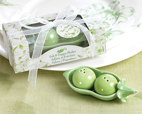 Kate Aspen Two Peas in a Pod - Ceramic Salt & Pepper Shakers in Ivy Print Gift Box