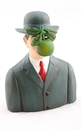 Parastone PA17MAG Pocket Art Son of Man with Apple by Magritte Mini Statue