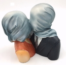 Parastone PA21MAG Pocket Art Magritte Lovers with Covered Heads Les Amants Statue
