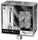 Honeywell L4079A1035 Manual Reset Pressuretrol, Breaks On Pressure Rise 2-15 Psi, Breaks 2 Circuits